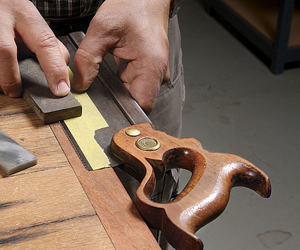 How to Sharpen Hand Tools that Don't Fit In a Honing Guide