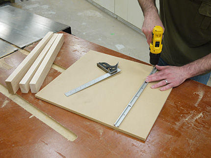 make a tablesaw crosscut sled using purchased metal miter bar