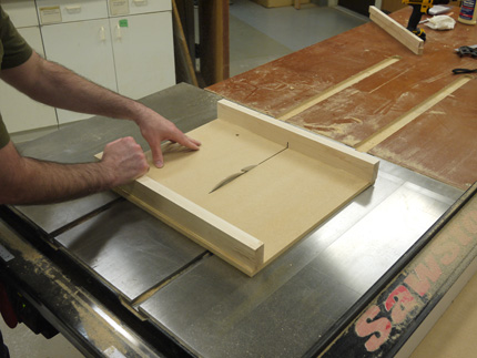 make an easy, precise tablesaw crosscut sled; making a zero-clearance kerf
